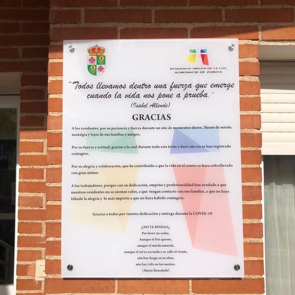 Foto de Placa en homenaje a los mayores y trabajadores de la